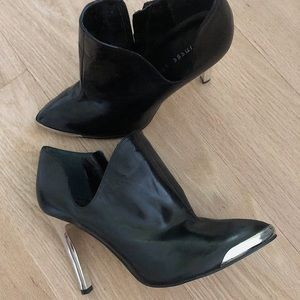 Chinese Laundry Metal Heeled Booties